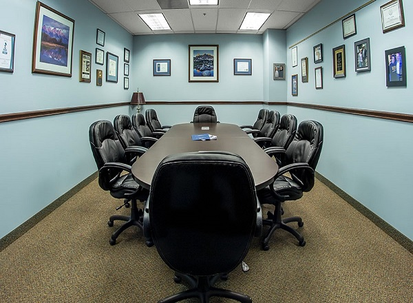 Image of an HOA board meeting room with large conference table for HOA meetings.