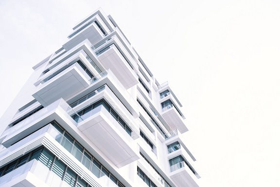 Image of the outside of a modern multi-unit real estate building.
